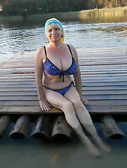 Busty mature lady is trying to seduce