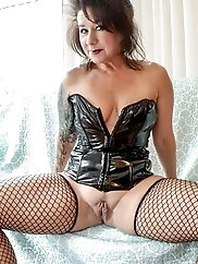 Impressive experienced milf is showing her sexy ass